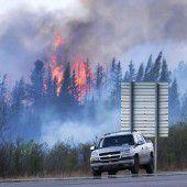 Kühleres Wetter hilft Feuerwehren