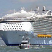 Harmony of the Seas stach in See