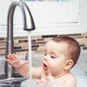Er muass Wasser schneatza.