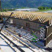 Holzbau der Superlative: Neue Messehalle mit 66 Meter langen Trägern