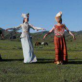 Chakassen pflegen Tracht und Tradition