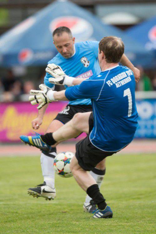 Gleich drei Treffer gelangen Goran Mladenovic (l.), der mit 37 Jahren noch für den SC Süssenbrunn spielt.