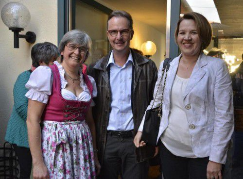 Gratulanten mit Jubilarin: Waltraud Lercher (l.) mit Stadtrat Guntram Mäser und Stadtchefin Andrea Kaufmann.