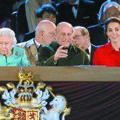 Pferdeparaden und Popstars für die Queen