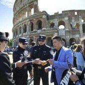 Chinesische Polizisten auf Streife in Italien