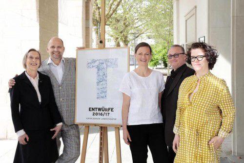 Intendant Alexander Kubelka und Kuges-Geschäftsführer Werner Döring mit Dorothee Bauerle-Willert, Nina Fritsch und Britta Kampert.