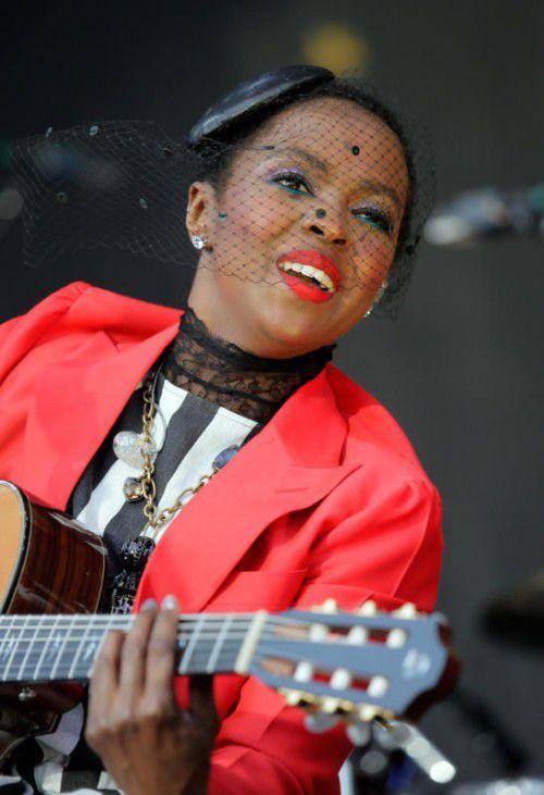 Lauryn Hill lässt Fans warten und rechtfertigt sich dafür.