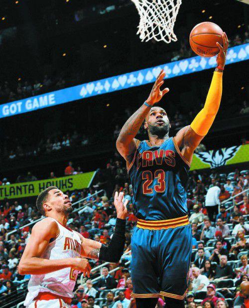 LeBron James führte die Cavaliers zum vierten Play-off-Sieg.