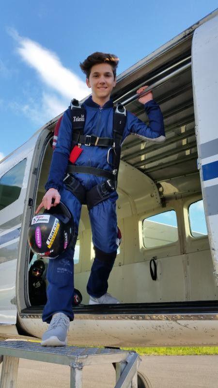 Marcel Kordesch-Boss ist mit 14 Jahren einer der jüngsten Solofallschirmspringer weltweit.