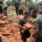 Hunderte Tote nach  Erdrutsch befürchtet