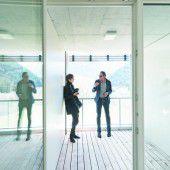 Mehrfach reflektiert: Architekt Matt und Journalistin Marboe erörtern den Mehrwert und die Ausführung der Loggia.