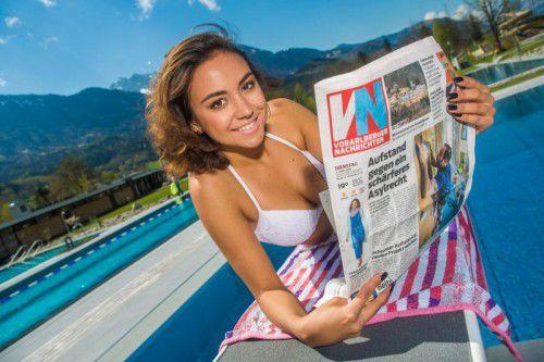 Riccarda aus Nenzing genießt die schönste Woche des Sommers im Freibad. Immer mit dabei sind die VN.