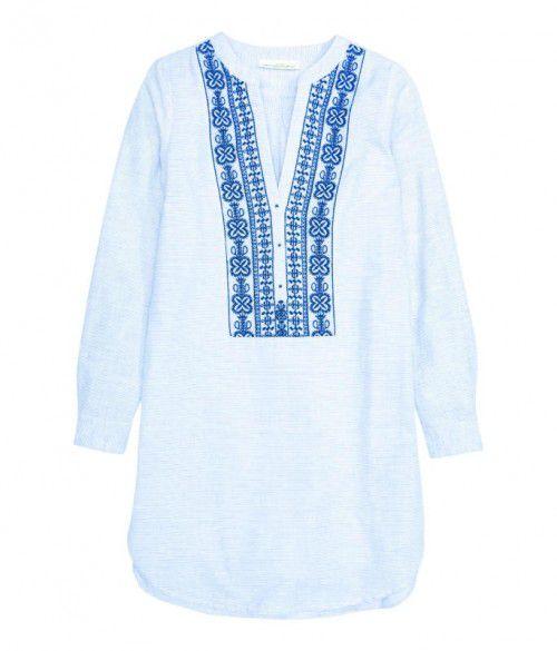 Mit V-Ausschnitt: Bluse von H&M, 29,99 €.