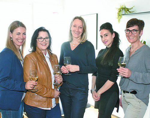 Praxisfest: Karoline Gorbach (l.) mit Karin Siebmacher sowie Fachärztin Heike Taferner mit Ceylan Kadagan und Birgit Fritsche.