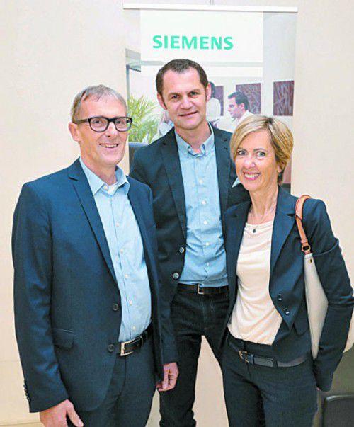 Roman Giesinger (Mi.)mit Anton und Eva Schwendinger.