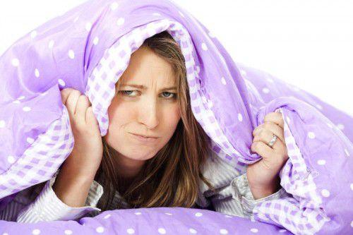 Schlaf zu finden ist für viele schwer. Noch mehr plagt Schlaflosigkeit aber offenbar in fremden Betten.