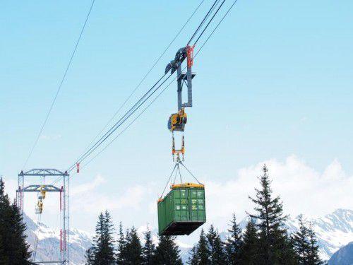 Seit 2014 wird mit dieser Materialseilbahn im Winter die Baustelle Obervermuntwerk versorgt.