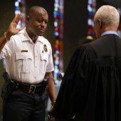Schwarzer Polizeichef in Ferguson vereidigt