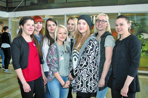Stefanie Häusle, Sabine Hammerlindl, Raphaela Henny, Nicole Springer, Stefanie Mathis, Eva Illmer, Bianca Fritsch und Rebecca Häusle, v. l.