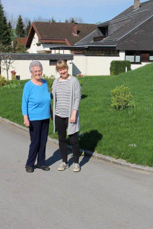 Unni Smith-Erichsen (r.) geht mit Erna jeden Freitag spazieren.
