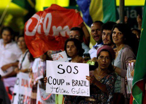 Unterstützer von Rousseff fürchten einen Putsch.