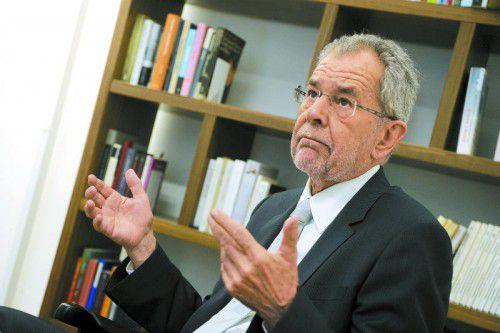 Van der Bellen fordert seinen Konkurrenten Hofer auf, sich von Straches Aussagen zu distanzieren.