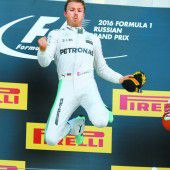 Vier Rennen, vier Siege: Nico Rosberg fährt schnurstracks in Richtung WM-Titel und hat allen Grund zur Freude.