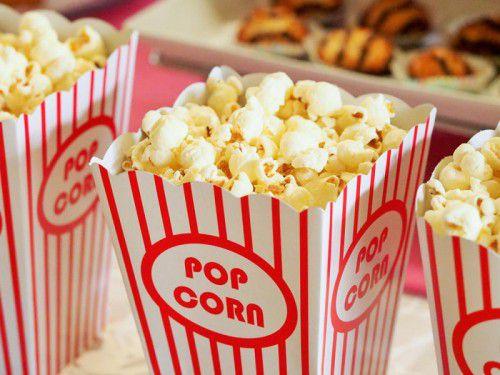 Zum gemeinsamen Filmschauen, Popcornessen und Diskutieren sind Schüler und ihre Lehrer eingeladen.