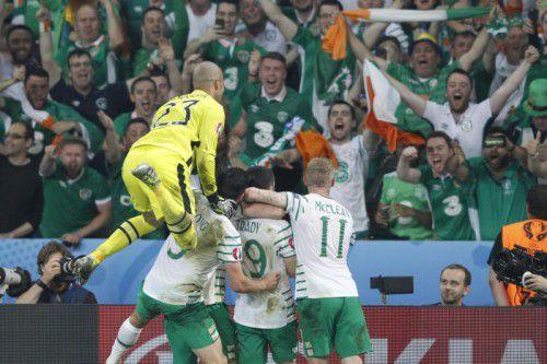 25.000 mitgereiste Fans und die elf Spieler auf dem Rasen feierten den historischen Achtelfinaleinzug Irlands bei einer EM.