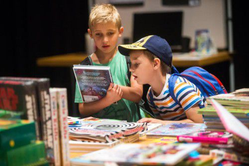 5000 junge Besucher wühlten sich durch 5000 Bücher.