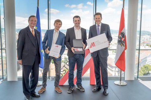 Alexander Bitsche und Tobias Klien (Webgears) mit WKO-Präsident Christoph Leitl und Staatssekretär Harald Mahrer.
