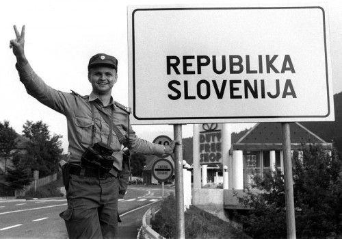 Am Beginn des Zehn-Tage-Krieges wurden an den Grenzübergängen Sloweniens Schilder ausgetauscht. APA
