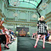 Streifen zum Start der Berliner Fashion Week