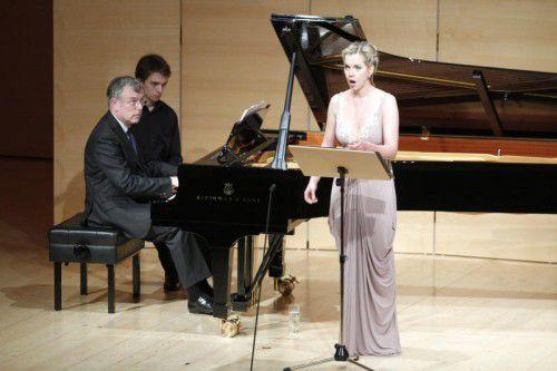 Bei Sopranistin Mojca Erdmann war man gestern Nachmittag im Angelika-Kauffmann-Saal gut aufgehoben.