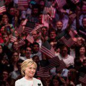 Clinton setzt sich klar gegen Sanders durch