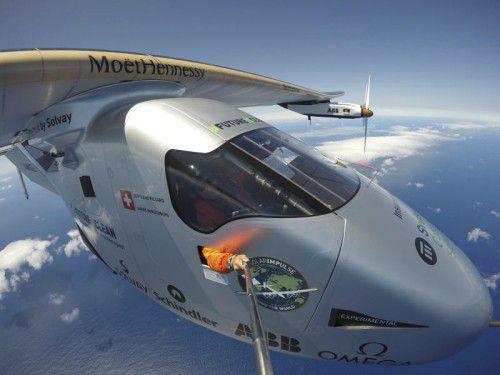 Das nur mit Sonnenkraft betriebene Flugzeug landete 71 Stunden und acht Minuten nach seinem Start in New York in Sevilla.