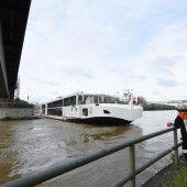 Kreuzfahrtschiff auf Donau havariert