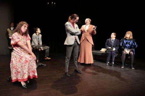 """Der Theaterclub 30+ des Vorarlberger Landestheaters spielt """"Yvonne, Prinzessin von Burgund"""" von Witold Gombrowicz."""