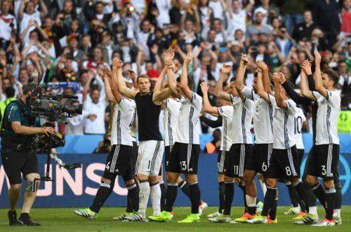 Deutliche Leistungssteigerung: Weltmeister Deutschland zeigte gestern beim 3:0 über die Slowakei, dass mit ihnen auch bei dieser Europameisterschaft zu rechnen ist.