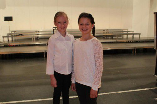 Die Konzertmeisterinnen Nora Krakò und Anja Bodlak von der Musikschule.