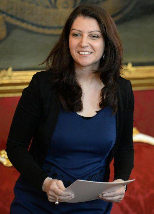 Die Rechtsanwältin Mina Duzdar (SPÖ) ist die erste Muslima in der Regierung .