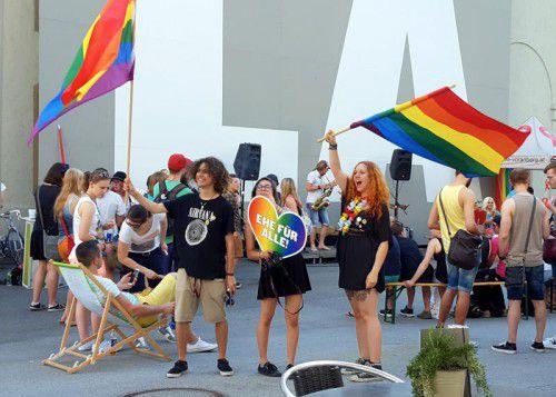 Die Schwulen- und Lesbencommunity feierte einen erfolgreichen ersten Christopher Street Day.