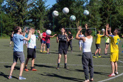 Die Übungen bei der Ballsport-Station begeisterten die Burschen.