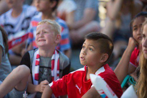 Diesen jungen Fußballfans stand nach dem Ausscheiden der Österreicher die pure Verzweiflung ins Gesicht geschrieben.