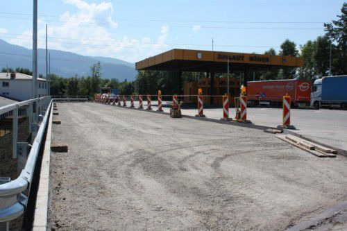 Durch die neuen Abstellflächen für Lkw soll der Rückstau auf der Grenzbrücke künftig vermieden werden.