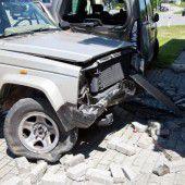 Am Steuer eingenickt: Auto rammt Ziegel