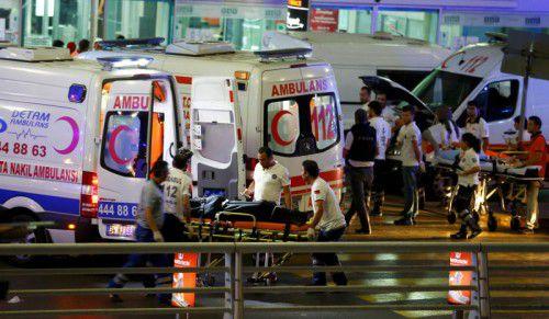 Ein Großaufgebot an Rettungskräften versorgte die zahlreichen Verletzten, die der Anschlag forderte.