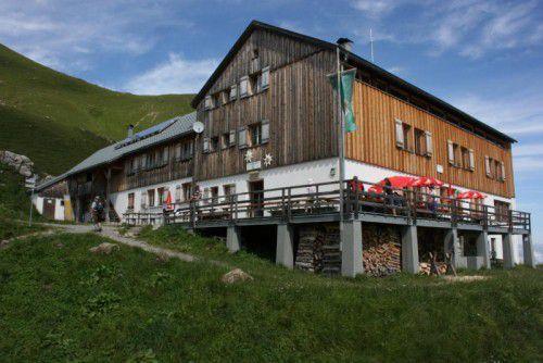 Einkehren in einer der zahlreichen Berghütten gehört zu einer richtigen Wanderung dazu.