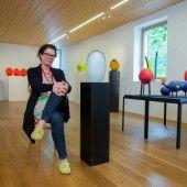Künstlerin schafft edle Urnen