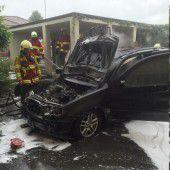 Batterieladegerät setzte Auto in Brand